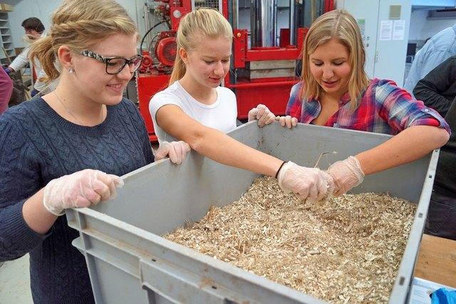 HBLA Urspung Schüler und FH Kuchl Studenten arbeiten an einem Neuen Werkstoff.