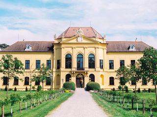 Ein romantisches Schlösschen in den Donauauen: Eckartsau ist die perfekte Location zum Heiraten.
