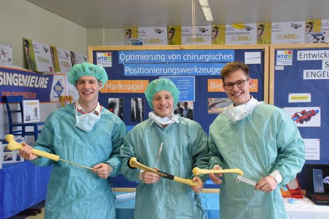 Die drei Wirtschaftsingenieure Stefan Kunert, Lukas Stiftner und Heinrich Ecker präsentierten am Tag der offenen Tür ihre Diplomarbeit