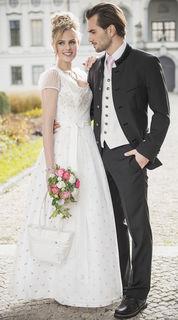 Spitze ist in der Brautmode auch heuer ein großes Thema.