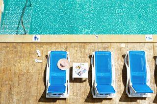 Kein Wettlauf mehr um die Wunsch-Sonnenliege am Hotelpool: Thomas Cook startet ein Pilotprojekt zur Vorabreservierung von Sonnenliegen.