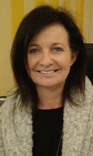 Karin Lettner bietet Teilnehmerinnen fachliche Anleitung.