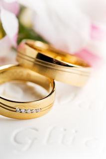 Der Ehering ist ein bleibende Erinenrung an den schönsten Tag im Leben.