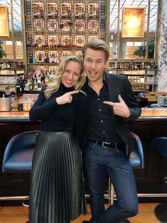 Fühlt den Promis modetechnisch auf den Zahn: Adi Weiss mit seinem Sendungsgast, der Schauspielerin Nina Proll.