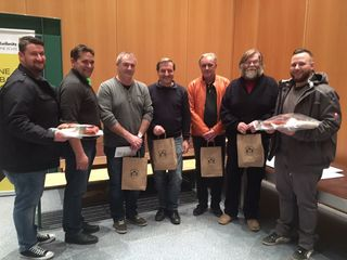 Glückliche Gesichter bei den Siegern des diesjähringe Wollschweinschnapsen vom Kaindorfer Musikverein.