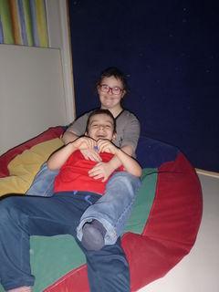 Am ISZ Wels können Kinder neben anderen therapeutischen Möglichkeiten auch im Sinnesraum entspannen.