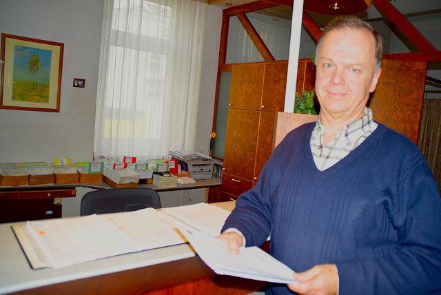 Medizinalrat Dr. Karl Scherz in seiner Ordination in Bad Vöslau