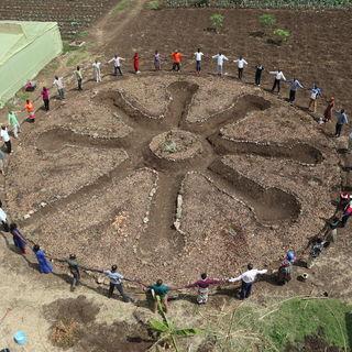 Ein kreisrunder Mandala-Garten wurde im Workshop angelegt und mit Bäumen und Gemüse bepflanzt
