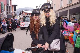 Zwei Steampunk-Ladies.