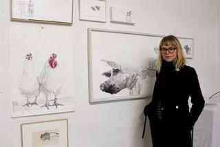 Romana Schnekenburger in ihrem Josefstädter Atelier. Ihre Tierbilder kommunizieren ähnlich wie menschliche Gesichter.