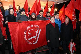 Vertreter der Sozialistischen Jugend Wien mit dem neuen SPÖ-Wien Vorsitzende Michael Ludwig, dem Nachfolger Michael Häupls.