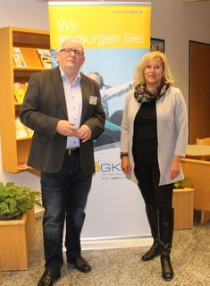 v.l.n.r. Wolfgang Marchart (Leiter Service-Center Mistelbach der NÖGKK) und Mag. Brigitte Zadrobilek, MBA (Stresscoach)