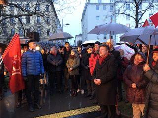 Trotz niedriger Temperaturen und Regen erschienen neben vielen Besuchern auch Noch-Bürgermeister Michael Häupl und die Stadträte Andreas Meilath-Pokorny und Jürgen Czernohorszky