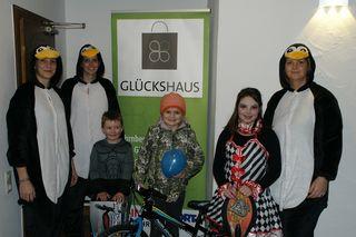 Jakob, Carmen und Anika freuten sich über ein tolles Fest und die gewonnenen Preise.