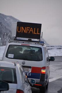 Ein Unfall blockierte den Verkehr über die Tauernautobahn für mehrere Stunden (Symbolbild)