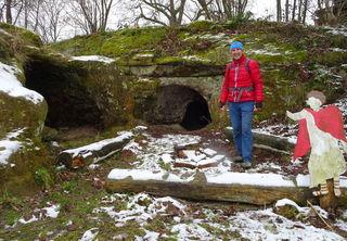 Mehrere Eingänge führen in die Römerhöhlen.