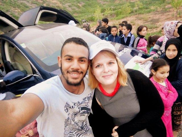 Während der Tour durch Marokko hatten die Fans auch die Gelegenheit, Fotos mit Theresa Thalhammer und den anderen Teams zu machen.