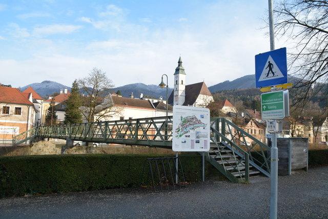 Der Sandsteg verbindet die Altstadt mit dem Scheibbser Bahnhof.
