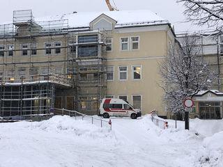 Ein 67-jährige Schifahrer wurde in die Landesklinik nach Tamsweg gebracht. (SYMBOLBILD)