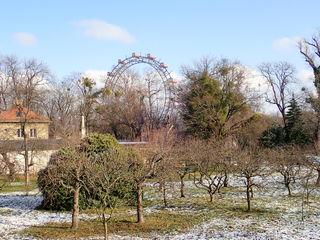 Blick von der Stoffelagasse (neben der Bahntrasse) auf das Riesenrad   (Aufnahme vom 15.01.2018)