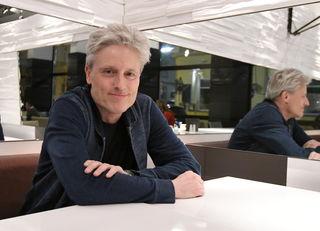 Beim bz-Interview im Café Aumann: Kabarettist Florian Scheuba hat in Währing seit fast 20 Jahren seinen Lebensmittelpunkt.