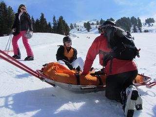 In der vergangenen Saison verletzten sich mehr als 3500 Ski- und Snowboardfahrer auf den Pisten in OÖ so schwer, dass sie ins Spital mussten.