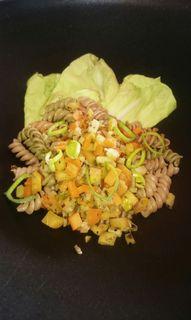 Eine Nudelpfanne ist ein ideales Gericht, um Fleisch- und Wurstreste gut zu vewerten.