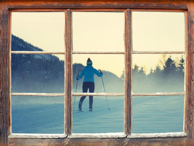 Beim Skilanglaufen kann man die Natur abseits vom Pistentrubel genießen und trainiert gleichzeitig den ganzen Körper sowie die Ausdauer.