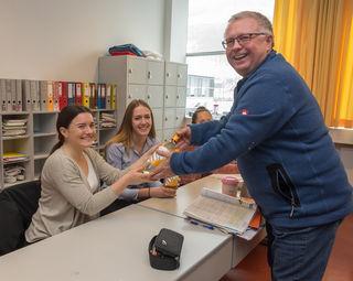 Projektpartner Johann Ebinger aus Poysdorf hat die Erstabfüllung nach Kirchdorf gebracht.