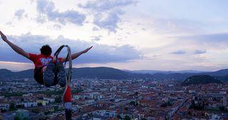Tapfer genug? Die Bezirksblätter Niederösterreich fordern dich zum Bungy Jumping in St. Pölten heraus.
