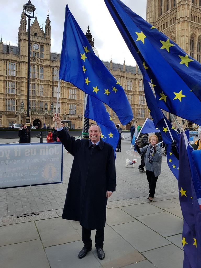 WKÖ-Präsident Christoph Leitl schloss sich während seines Arbeitsbesuchs in London spontan einer Anti-Brexit-Demonstration an.