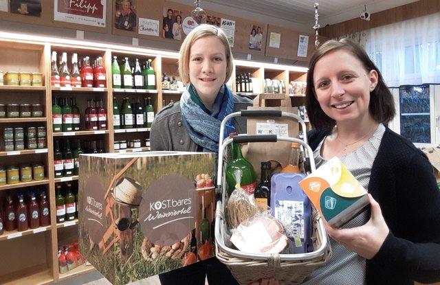 LEADER-Geschäftsführerin Christine Friedl und Projektbetreuerin Christina Gottwald freuen sich auf viele spannende Ideen rund um die Vermarktung Weinviertler Produkte, wie beispielsweise das Vorzeigeprojekt Gmoabauernlodn in Niederkreuzstetten.
