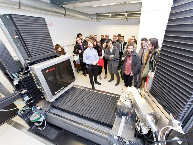 Der Ray Scan 250 E - ein Dual Source Computertomograph - faszinierte die Besucher.