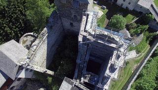 Die Sanierungsarbeiten der Burg heinfels sind in vollem Gang.
