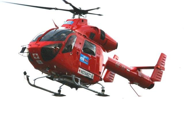 Der Mann wurde mit dem Hubschrauber nach Schwarzach gebracht (SYMBOLBILD).