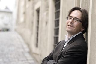 Thomas Rösner ein sehr angaschierter Dirigent,der schon mit einigen tollen Orchestern gearbeitet hat.