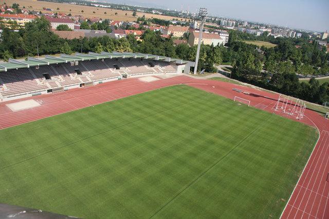 Der FC Karabakh trainiert zweimal wöchentlich im Rudolf Tonn Stadion.