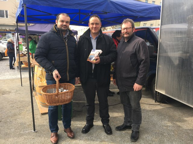 Am Bauernmarkt unterwegs: LA Markus Wiesler, Thomas Karacsony und Herold Schutti
