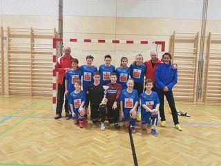 Das Team mit Betreuern Alfred Hopfgartner, Hans-Jörg Unterkofler und Direktor Sigi Grutschnig