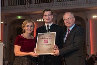 Ehre, wem Ehre gebührt: Karl Ferdinand Velechovsky (Bildmitte) nahm die Auszeichnung dankend entgegen.