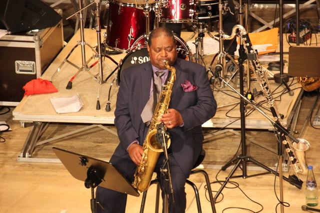 Saxophonlegende Pee Wee Ellis gab ein großartiges Gastspiel in Oberschützen