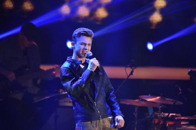 Christian performt in Lederhosen bei den Blind-Auditions.