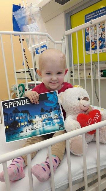 Tapferes Mädchen: Die zweijährige Kata Szél aus St. Gotthardt/Ungarn hat Krebs. Sie wird gerade in der Grazer Kinderklinik behandelt. Das Rogner Bad Blumau spendete für ihre Behandlungskosten.