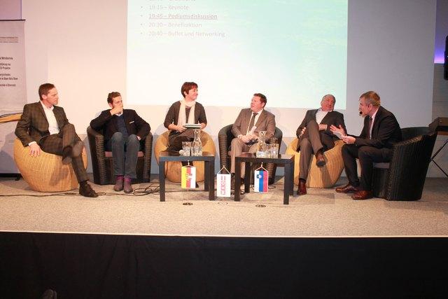 Am Podium: Kristan, Mahrer, Vauh Buhvald, Berg, Rutar und Moderator Marian Wakounig (von links)