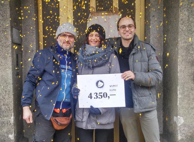 Im Flüchtlinsgheim in der Rudolfstraße freut man sich über die großzügige Spende, die die Ballorganisatoren und -besucher ermöglicht haben.