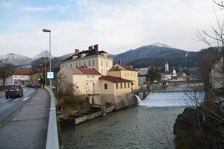 Am Erlaufufer in Scheibbs gab's einst eine Mühle, 1894 wurde ein Kleinwasserkraftwerk errichtet.