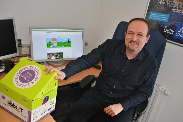 Markus Zelisko und seine Bumblebee-Box: In seinem Online-Sortiment hat er auch Hummeln als Insektenvertilger.