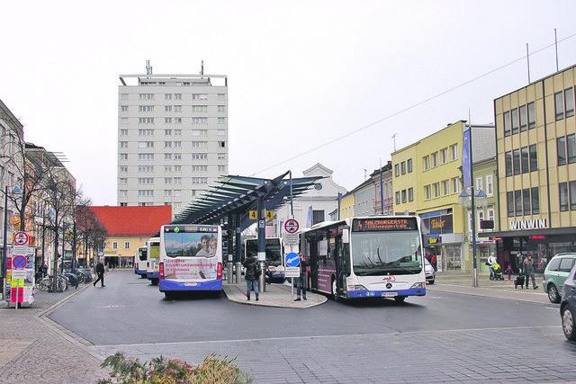 Derzeit treffen sich alle Busse am KJ, um dann in einer 15-Minuten-Taktung gemeinsam abzufahren.