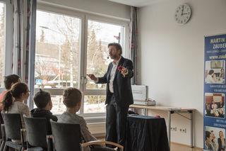 Zauberer Martin Haderer begann mit seiner Show