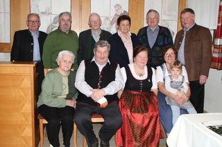 Leopoldine Frühwald (3.v.l.,v.) aus Reinsberg feierte ihren 70. Geburtstag beim Karlwirt in Gresten-Land.